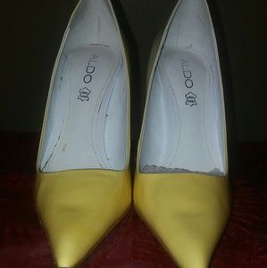 Two toned yellow pumps